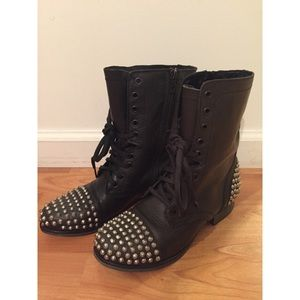 Steve Madden Tarrney Leather Boots